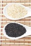 Черно-белые семена сезама стоковое фото