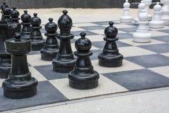 Черно-белые chessmen улицы Стоковое Изображение RF