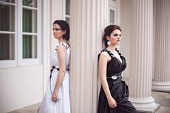 Черно-белый - 2 дамы Стоковые Фотографии RF
