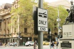 Черно-белый знак трамвая только на угле Swanston и улиц Collins в Melbournes CBD стоковая фотография rf