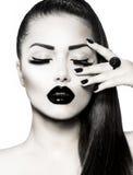 Черно-белый портрет девушки брюнет Стоковые Фото