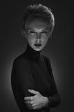 Черно-белый портрет загадочной блондинкы Стоковое Изображение