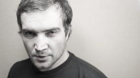 Черно-белый портрет молодого хорошего смотря человека Стоковые Изображения RF