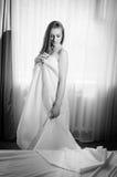 Черно-белый портрет молодой красивой дамы Стоковое Изображение RF