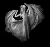 Черно-белый портрет молодой красивой девушки Стоковое фото RF
