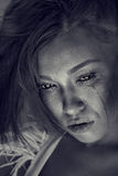 Черно- белый портрет плача женщины Стоковое фото RF