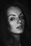 Черно-белый портрет плача женщины Стоковое Изображение RF