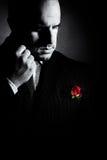Черно-белый портрет человека, похожего на крёстный отец характера стоковые фотографии rf