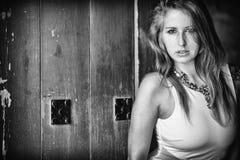 Черно-белый портрет чувственной женщины Стоковые Изображения RF