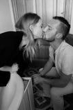 Черно-белый портрет любящей пары Стоковая Фотография