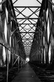 Черно-белый старый промышленный цент моста утюга железной дороги железной дороги Стоковые Изображения