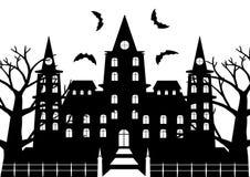 Черно-белый castel ужаса с мертвый сдирать дерева и летучих мышей Стоковые Изображения