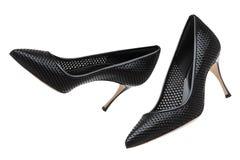 Черные ботинки лакированной кожи на белой предпосылке стоковые фотографии rf