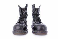 черные ботинки кроют кожей старую работу стоковые фото