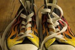 Черные ботинки с огнем Стоковые Изображения RF