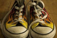 Черные ботинки с огнем Стоковое Изображение
