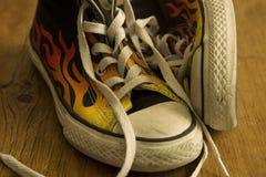 Черные ботинки с огнем Стоковое Изображение RF