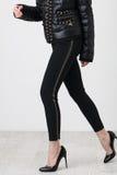 Черные брюки на белизне стоковое изображение