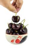 Черные вишни в чашках на белой предпосылке Стоковые Фотографии RF