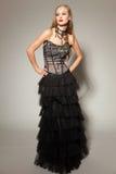 черные детеныши девушки платья стоковое фото rf