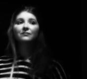 черные детеныши белой женщины портрета Стоковое фото RF