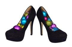 Черные женские ботинки с шариками покрашенными рождеством Стоковые Изображения