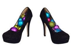 Черные женские ботинки с шариками покрашенными рождеством Стоковое Изображение RF