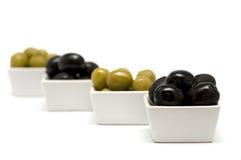черные зеленые оливки стоковые фото