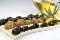черные зеленые оливки Стоковые Изображения RF