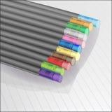 Черные карандаши с покрашенными ластиками на тетради в линии, иллюстрации вектора иллюстрация вектора