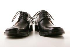 черные классицистические ботинки стоковые фото