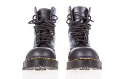 Черные кожаные ботинки работы с стальным пальцем ноги стоковое изображение