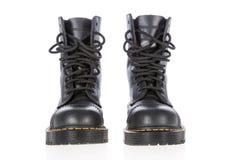 Черные кожаные ботинки работы с стальным стилем пальца ноги и войск стоковая фотография
