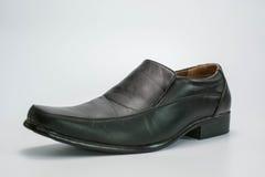 черные кожаные ботинки стоковое изображение rf