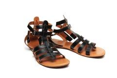 черные кожаные сандалии пар стоковое изображение