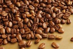 Черные кофейные зерна Стоковая Фотография RF