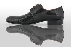 черные мыжские ботинки Стоковое Фото