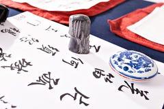 Черные письма цвета на бумагах на таблице стоковая фотография rf