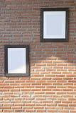 Черные рамки на кирпичной стене Стоковые Изображения RF