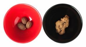 черные специи красного цвета муската имбиря тарелки Стоковая Фотография