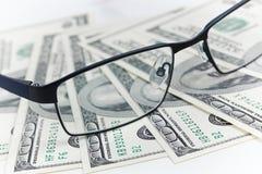 Черные стекла и доллары Стоковое Фото