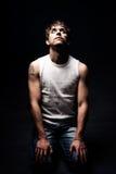 черные темные колени смотря tattoo человека грубый вверх Стоковая Фотография
