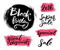 Черные установленные знамена продажи пятницы Литерность руки вектора на ярлыках: супер продажа, большие скидки, специальные Стоковое Изображение RF