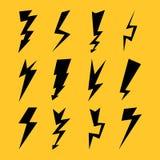 Черные установленные молнии цвета изолированными на желтой предпосылке также вектор иллюстрации притяжки corel бесплатная иллюстрация