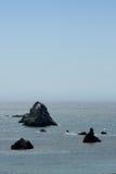черные утесы pacific океана Стоковая Фотография RF