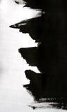Черные ходы щетки на белой бумаге при одна изолированная рука Стоковые Изображения