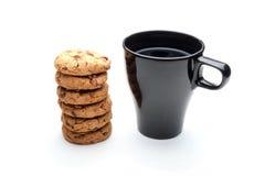 Черные чашка и печенья Стоковое Изображение