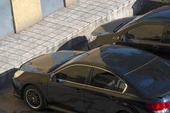 Черный автомобиль, взгляд сверху Взгляд сверху крыши черного автомобиля Стоковое фото RF