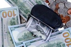 Черный бумажник с 100 долларами внутрь Стоковые Фотографии RF