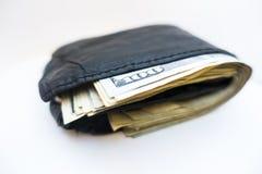 Черный бумажник с 50s и 100 счетами внутрь стоковые изображения